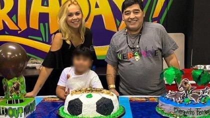 Ojeda y Maradona el año pasado en México, festejando el cumpleaños número 6 de Dieguito