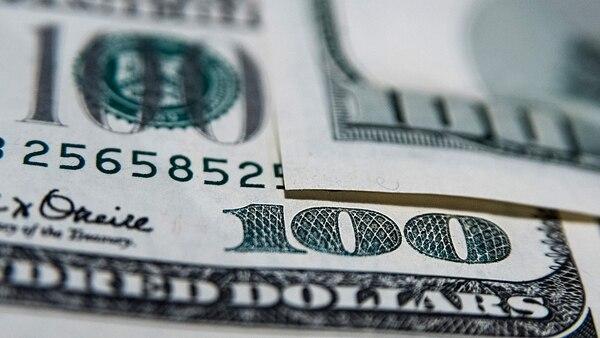 El dólarcerró a $28(Adrián Escandar)