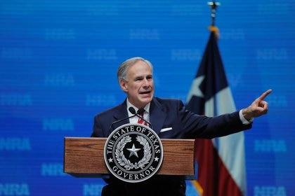 IMAGEN DE ARCHIVO. El gobernador de Texas, Greg Abbott, habla durante un evento en Dallas, Texas, EEUU, Mayo 4, 2018. REUTERS/Lucas Jackson