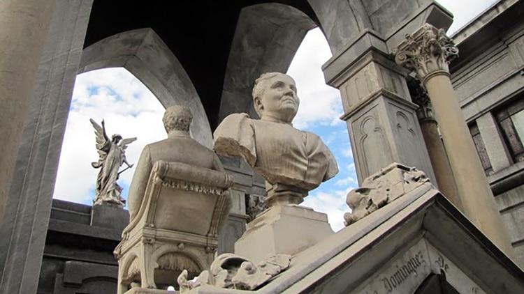 En su testamento dejó escrita su última voluntad: que su busto mirara hacia el lado opuesto que el de su marido