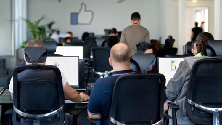 La empresa cuenta con un equipo de seguridad integrado por más de 30 mil personas, de las cuales la mitad son moderadores de contenido.