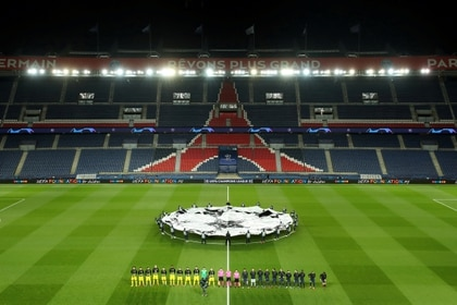 El Paris Saint Germain busca opciones para jugar la UEFA Champions League fuera de Francia (REUTERS)