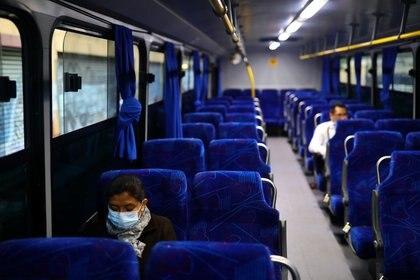 Operadores del transporte público serán incorporados al IMSS en la Ciudad de México (REUTERS/Edgard Garrido)