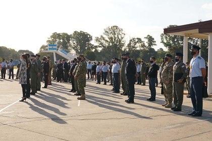 Autoridades del Ministerio de Defensa , del Estado Mayor Conjunto, la Armada  y Aerolíneas Argentinas acompañaron a los altos mandos de la Fuerza Aérea en la ceremonia de recepción de 737-700 (Franco Fafasuli)