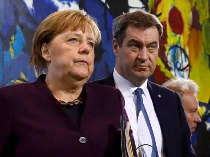 La Canciller alemana Angela Merkel y el Primer Ministro del Estado de Baviera Markus Soeder tras una reunión con los líderes de los estados federales en la Cancillería de Berlín, Alemania, el 12 de marzo de 2020 (REUTERS/Michele Tantussi/Foto de archivo)
