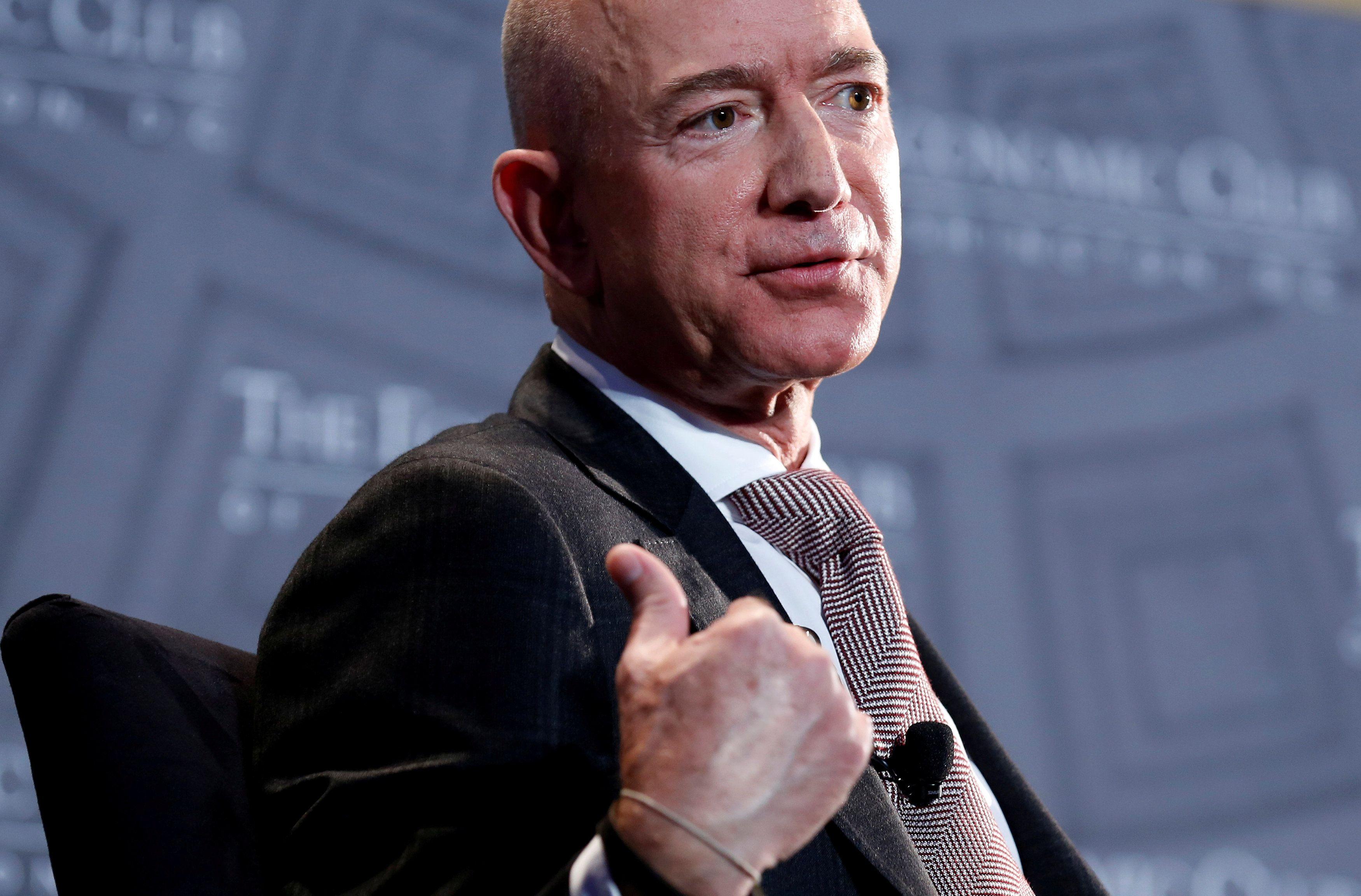 Jeff Bezos es el hombre más rico del mundo. (REUTERS/Joshua Roberts)
