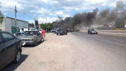 La violencia no cesa en Guanajuato. Cuatro personas fueron asesinadas en el ataque a una vulcanizadora (Foto: Twitter/ernand17704066)