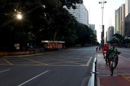 La Avenida Paulista vacía como consecuencia de la cuarentena   impuesta en San Pablo (REUTERS/Amanda Perobelli)