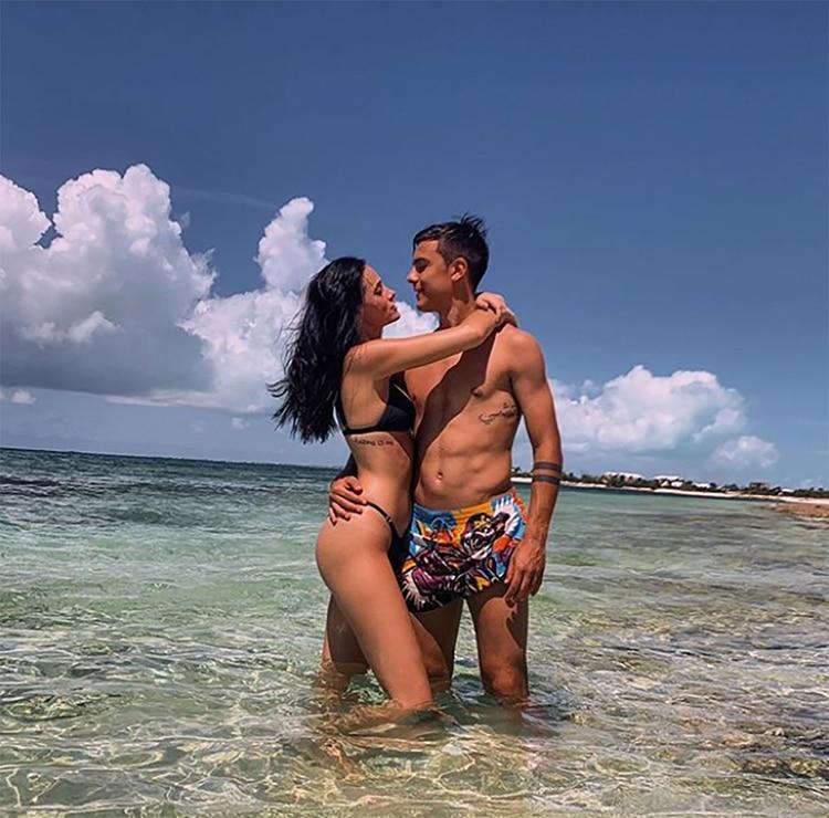 La pareja se mostró muy enamorada en la playa (Instagram)