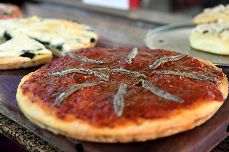 Pizza de anchoa, otro secreto de Banchero