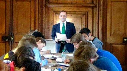 Esteban Cichello Hubner dando clase en la Universidad de Oxford
