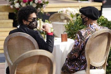 Bruno Mars compartió mesa con Anderson (AP Photo/Chris Pizzello)