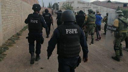 Autoridades detuvieron en Celaya a por lo menos 26 presuntos colaboradores del Cártel Santa Rosa de Lima (Fotografía: Twitter @alvacdev)
