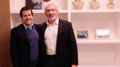 Mariano Recalde se cruzó a la oficina de Claudio Ferreño y se tomaron una foto después de la charla