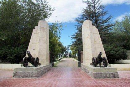 Monumento que recuerda el emplazamiento del campamento de El Plumerillo, en Mendoza.