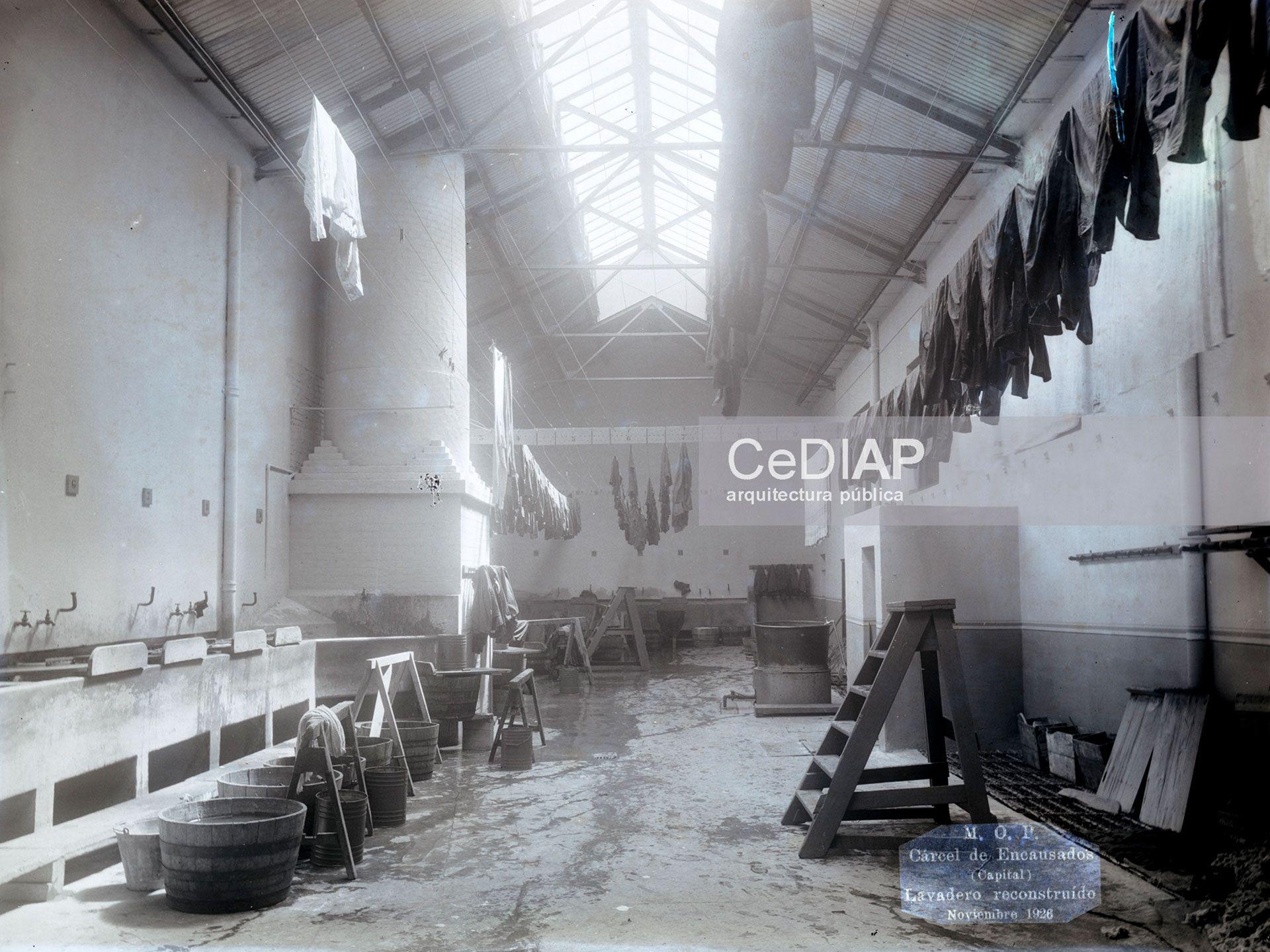 La vieja chimenea en noviembre de 1926 (Centro de Documentación e Investigación de la Arquitectura Pública - CEDIAP)