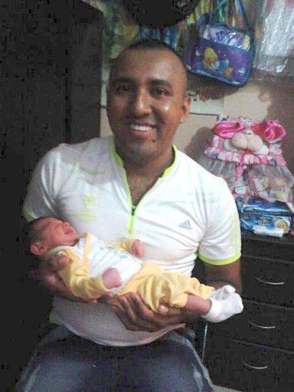 José Gregorio Hernández con la pequeña Salomé, cuando la criaba como si fuera su hija.