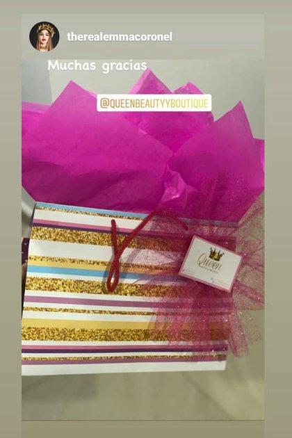 Emma Coronel presumió un regalo de una empresa dedicada a la belleza (Foto: Instagram de @therealemmacoronel)