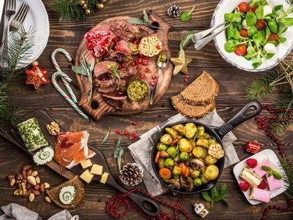 Opciones veganas, vegetarianas y tradicionales con comidas típicas navideñas son las que se sirven en las mesas de las Fiestas en Argentina (Getty Images)