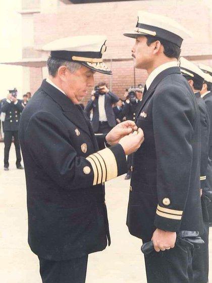 En 1990, Cotrina fue condecorado en su país por su accionar en el accidente del submarino Pacocha