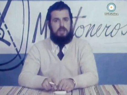Mario Firmenich en el documental Resitir