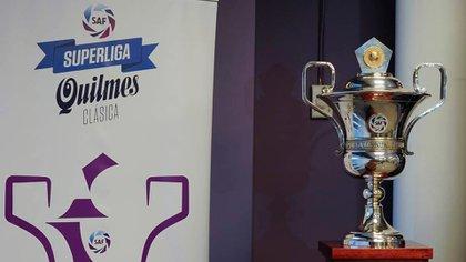 El trofeo que recibió Boca esta tarde en la Bombonera antes de enfrentar a Lanús