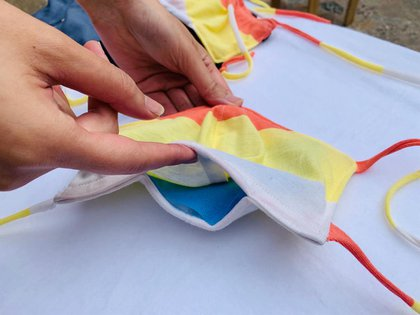 El tapaboca por dentro con las telas de Mariana Dappiano