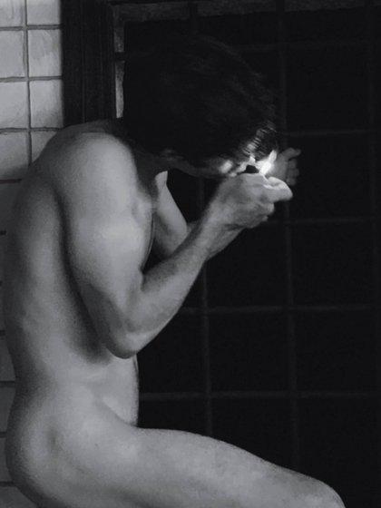 El desnudo artístico que compartió el actor. La foto se la sacó su pareja