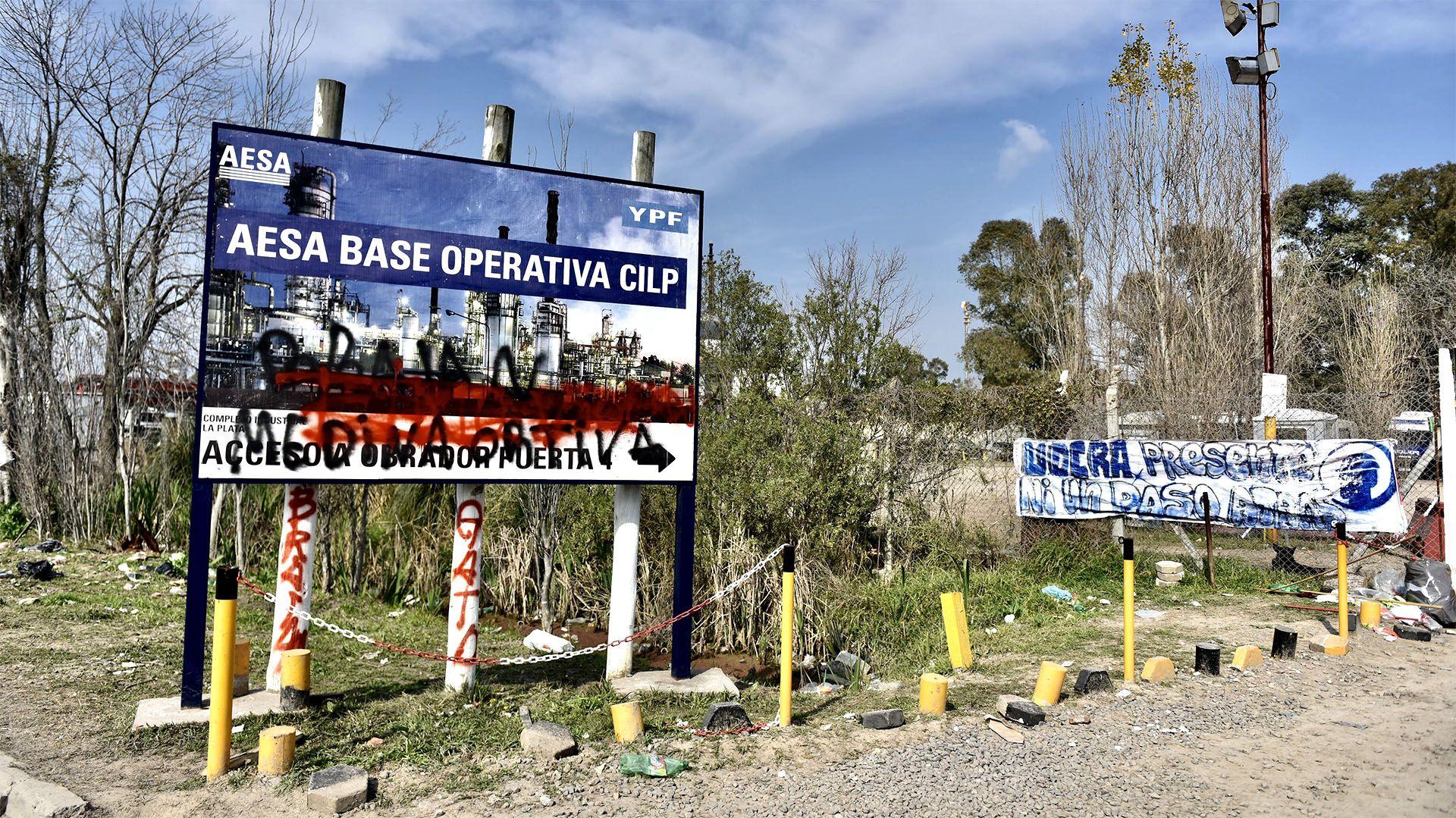 Puerta 4: el ingreso a la constructora AESA (foto: Adrián Escandar)