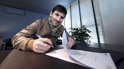 El Barcelona niega que haya filtrado contrato de Messi y demandará a 'El Mundo' (EFE)