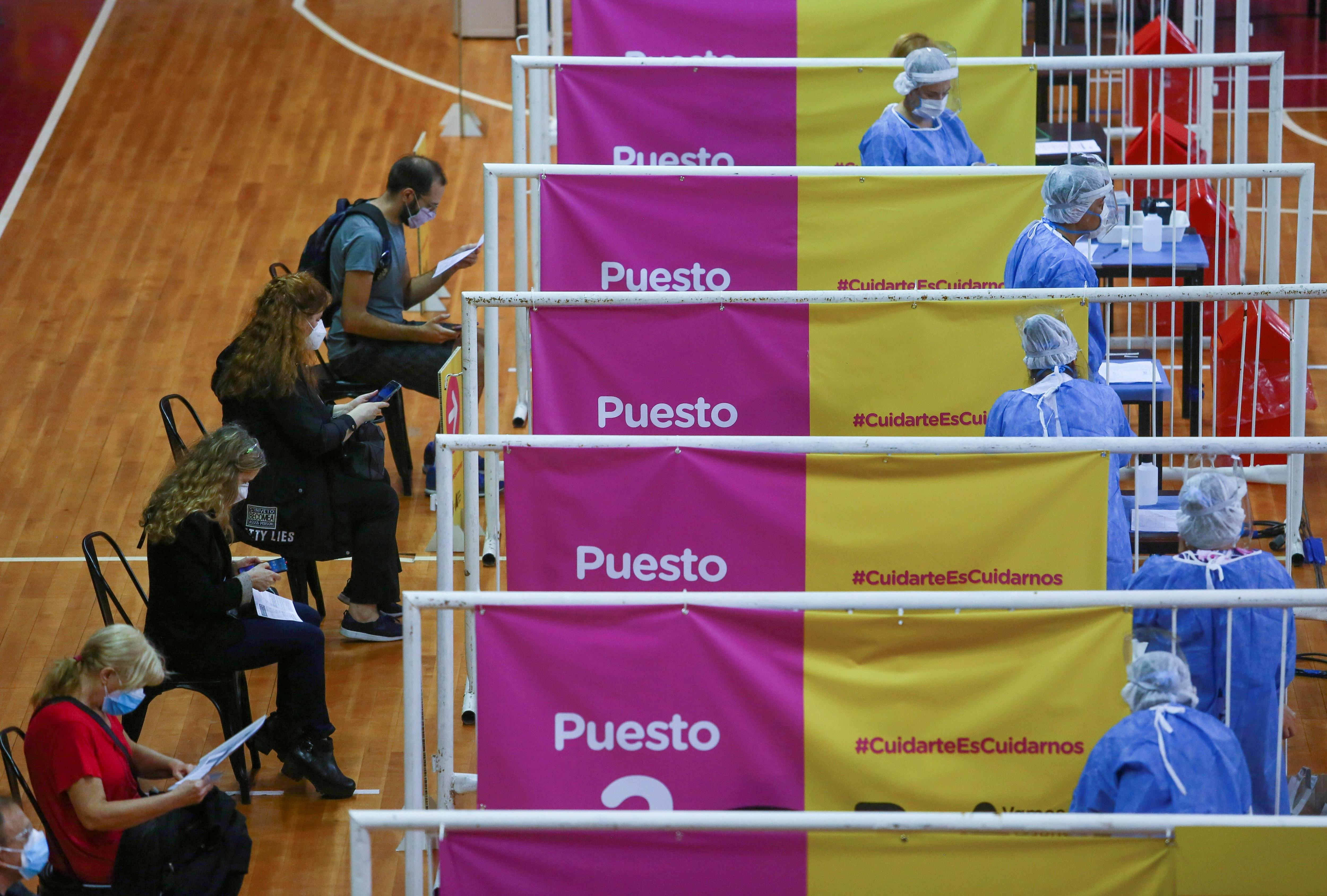 """Vizzotti defendió el ritmo del plan. """"El plan de vacunación no es lento"""" REUTERS/Matias Baglietto/File Photo"""