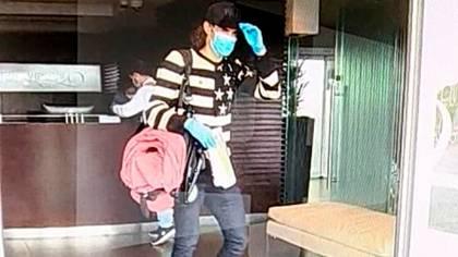 Edinson Cavani arribó al aeropuerto de Carrasco y partió en auto rumbo a Salto