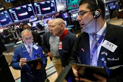 El MSCI decidió que Argentina seguirá siendo mercado emergente por lo menos hasta junio de 2020 salvo que surgan mayores restricciones cambiarias. REUTERS/Brendan McDermid