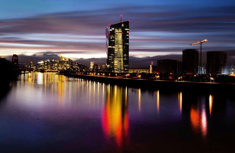 FOTO DE ARCHIVO: El distrito bancario y la sede del Banco Central Europeo (BCE) en Fráncfort, Alemania, 4 de octubre de 2021. REUTERS/Kai Pfaffenbach