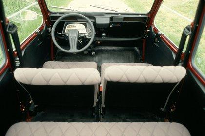 El interior de un 2CV de 1982. Nació para ofrecer espacio interior, bajo consumo y la posibilidad de transportar mercaderías.