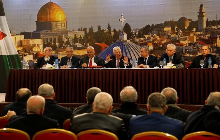 Mahmoud Abbas durante su conferencia, en la que rechazó el plan presentado por Trump. Foto: REUTERS/Raneen Sawafta