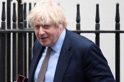 El primer ministro británico, Boris Johnson, sale de 10 Downing Street, Londres, Gran Bretaña, 3 junio 2020. REUTERS/Toby Melville