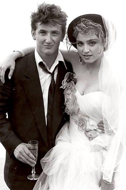 En 1985 celebró su boda con Madonna, y el matrimonio duró hasta 1989.