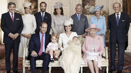 Official photo of his baptism with his maternal grandparents, Middleton, his uncles and his real grandparents.  © Mario Testino / Art Partner / REX Shutter / SIPA 163