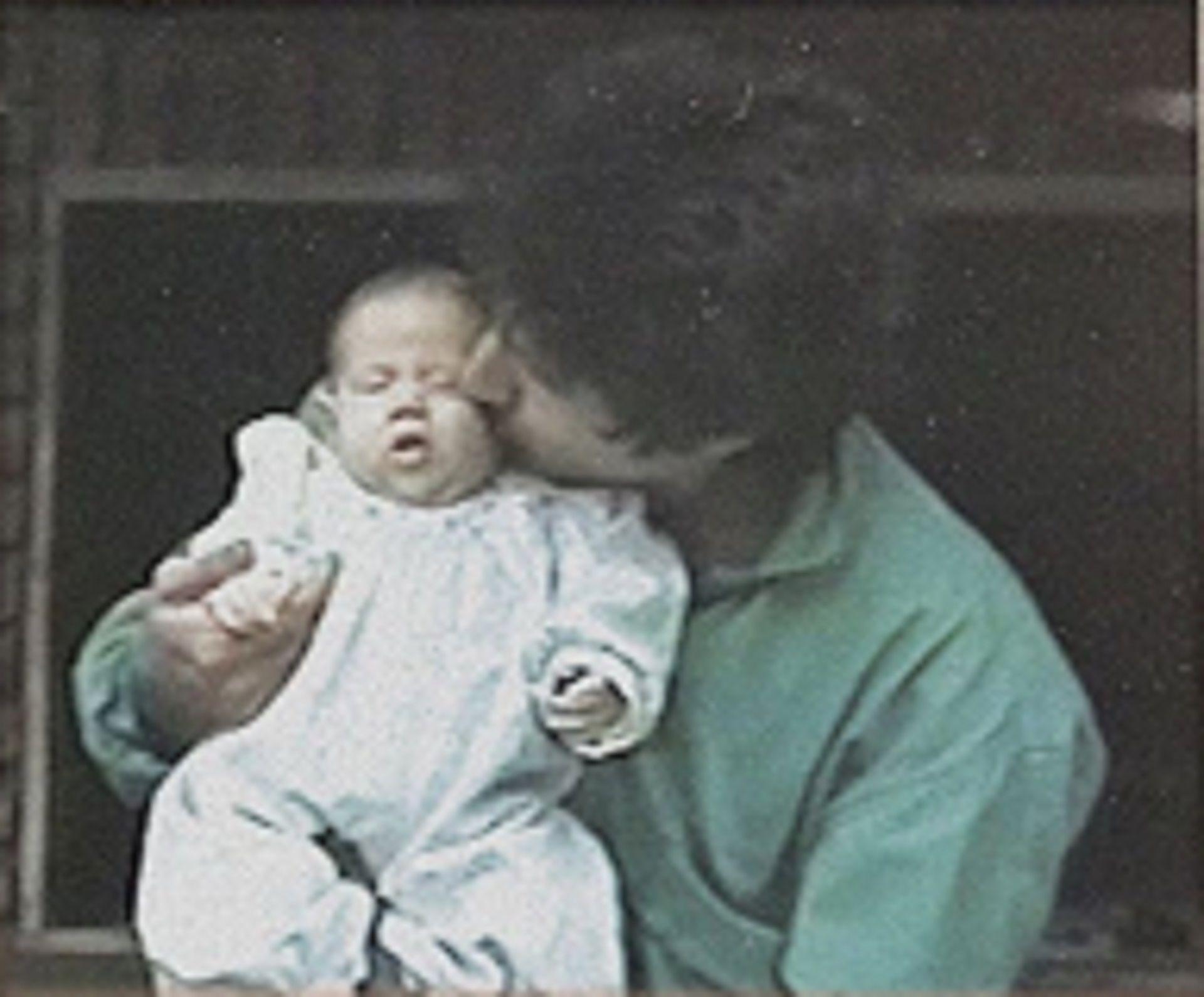 Jimena Barón en los brazos de su padre (Instagram)