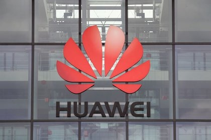 Foto de archivo. El logotipo de Huawei, en el edificio de las oficinas centrales en Reading, Gran Bretaña, 14 de julio de 2020. REUTERS/Matthew Childs