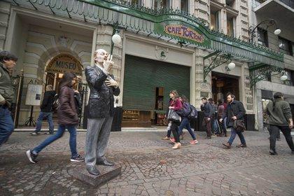 Café Tortoni, fundado en 1858 en el barrio porteño de Monserrat. En el 2018, este mítico café-bar cumple su 160 aniversario