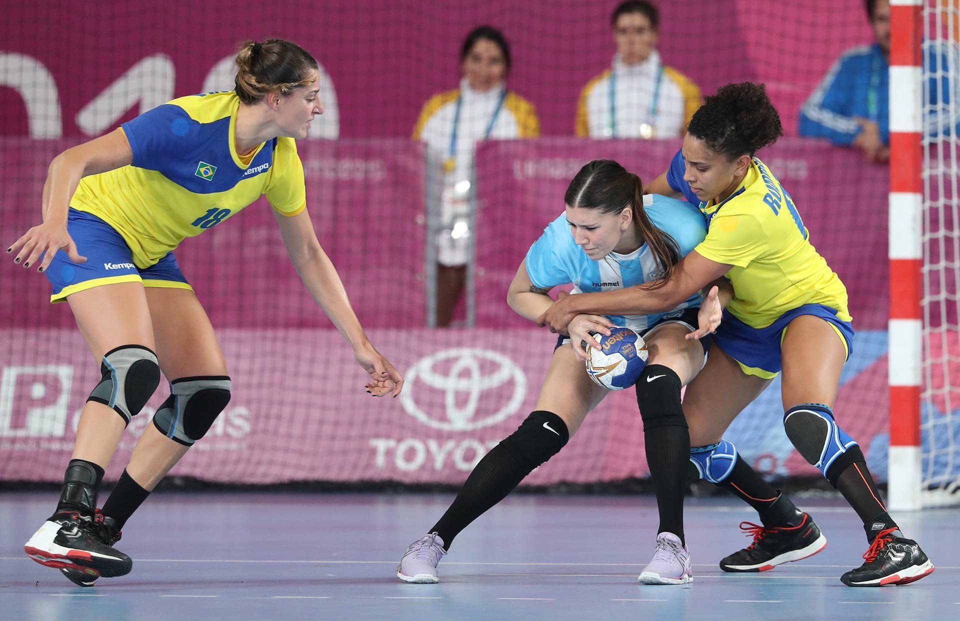 """La """"Garra"""" dio batalla hasta el inicio del segundo tiempo, instante en el que Brasil logró romper el partido (Foto: REUTERS/Sergio Moraes)"""