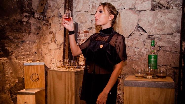 Nerina Oca es una de las mayores embajadoras del whisky en el país