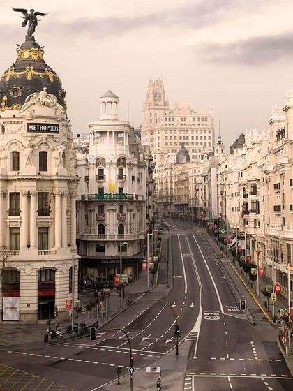 Un Madrid vacío y desolado aparece en la serie de imágenes que Bosé compartió (Foto: Instagram @miguelbose)
