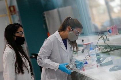 mAb es el acople de anticuerpo monoclonal y xsciencie alude a ciencia (REUTERS/Agustin Marcarian)