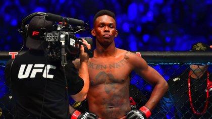 Israel Adesanya se mantiene como uno de los campeones en la UFC (Foto: USA TODAY Sports)