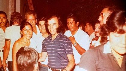 Memen estuvo preso cinco años, primero en una cárcel y luego la dictadura lo mantuvo recluido en Las Lomitas, provincia de Formosa. En 1983, cuando Raúl Alfonsín se convertía en presidente, Menem volvió a ser electo gobernador de su provincia