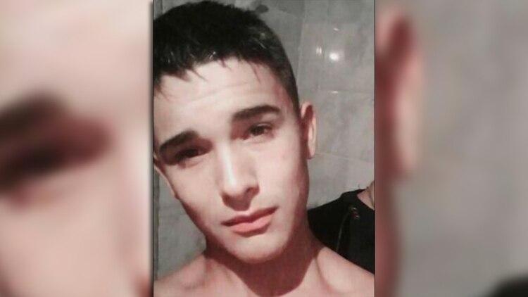 Sanso tiene 17 años. Su familia lo cree incapaz del triple crimen.