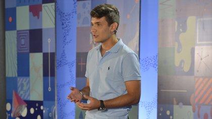 En su charla TED, Agustín hizo hincapié en que todos debieran animarse a pasar de ser usuarios de tecnología a crearla